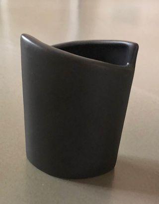 petit vase marron foncé/noir asymétrique