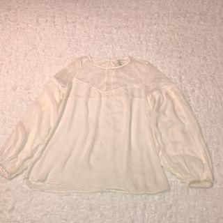 Blusa blanca encaje Stradivarius