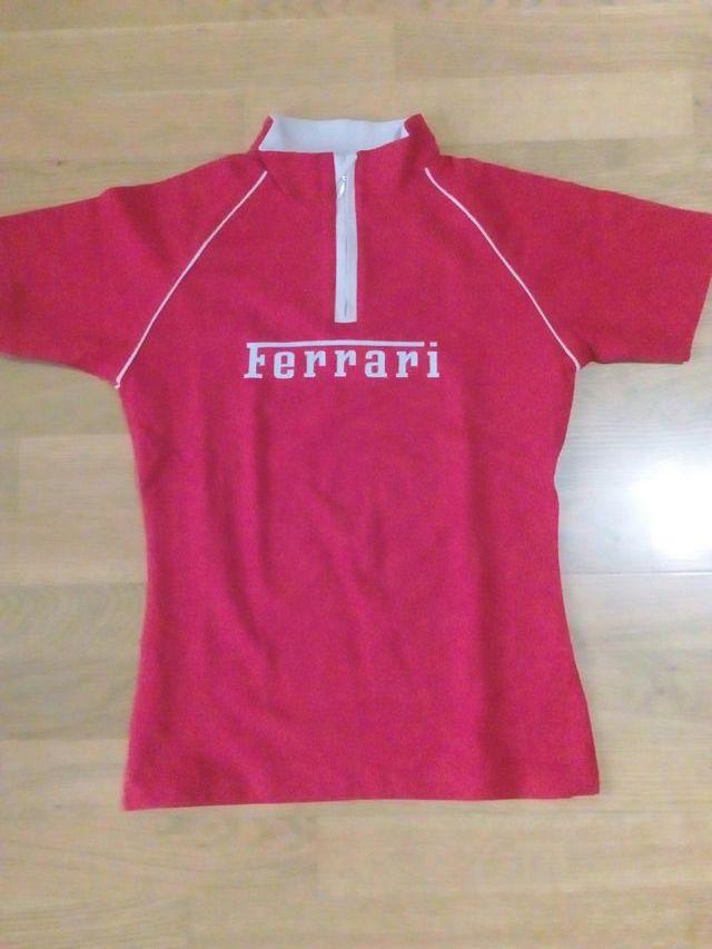 e7baaa6e9b 2 Camisetas Ferrari Chica de segunda mano por 15 € en Zaragoza en ...