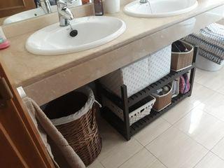 Estantería y banco de baño