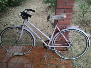 bicicleta paseo mujer antigua vintage