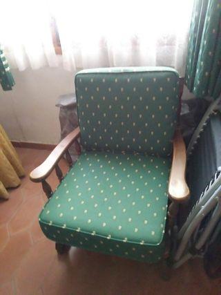 Sofá rústico y dos sillones