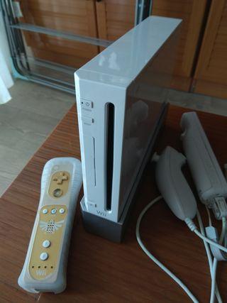 Consola Wii + 2 mandos + 3 juegos