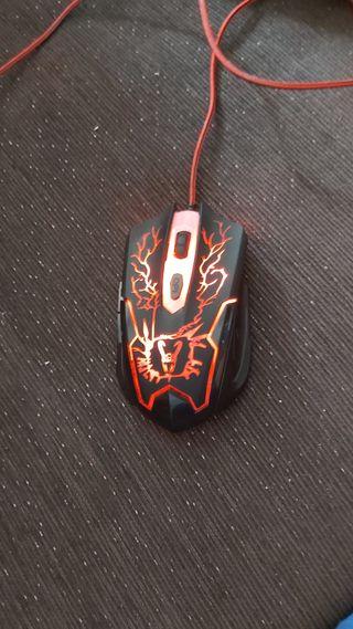 ratón gamimg multicolor con pesos añadidos por mi