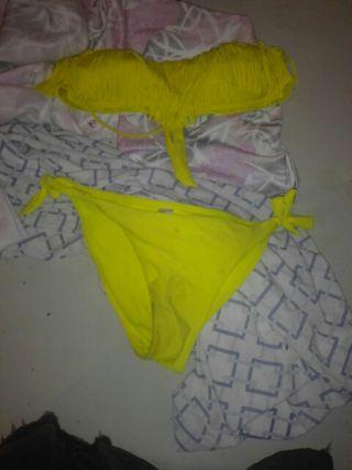 Bikini amarillo flecos