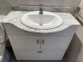 Cuarto de baño completo con mueble lavabo