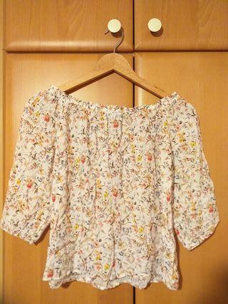Blusa de flores Stradivarius