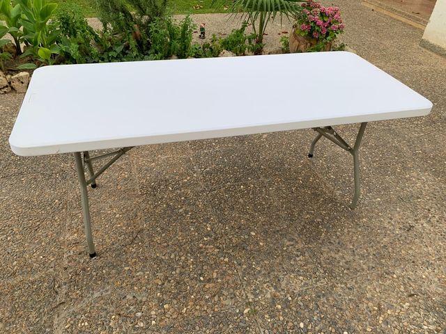 mesa blanca marca VIADA