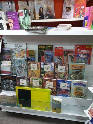 2 Expositores libreria