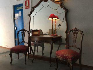 Consola recibidor y dos sillas y varios