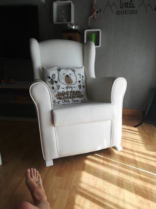 sillón balancín para la lactancia.