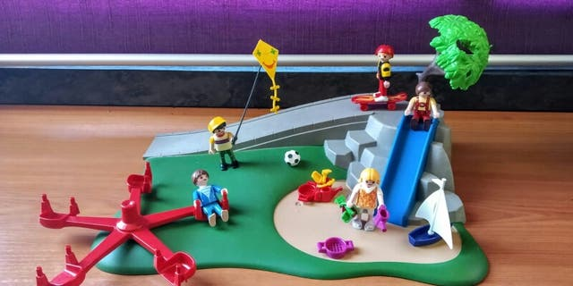Parque infantil + coche de Playmobil