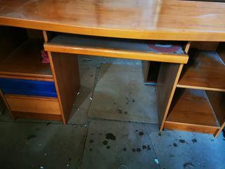 Mesa de estudio color cerezo