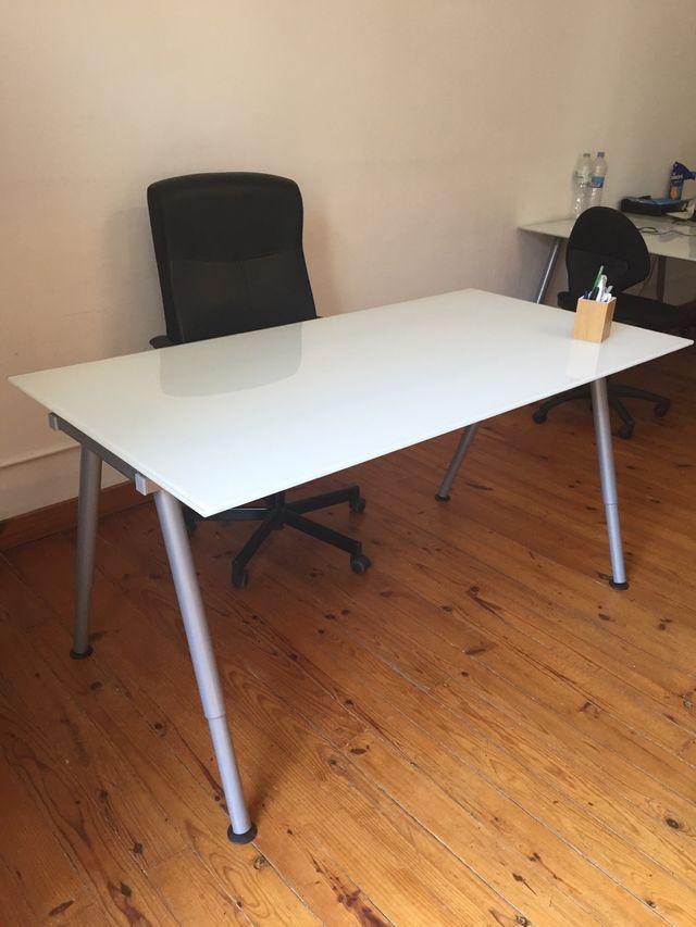 Mesa de vidrio para oficina IKEA de segunda mano por 60 € en ...