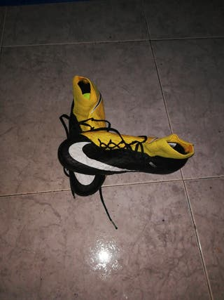 Botas de Futbol con tacos. Gama alta. Talla 41