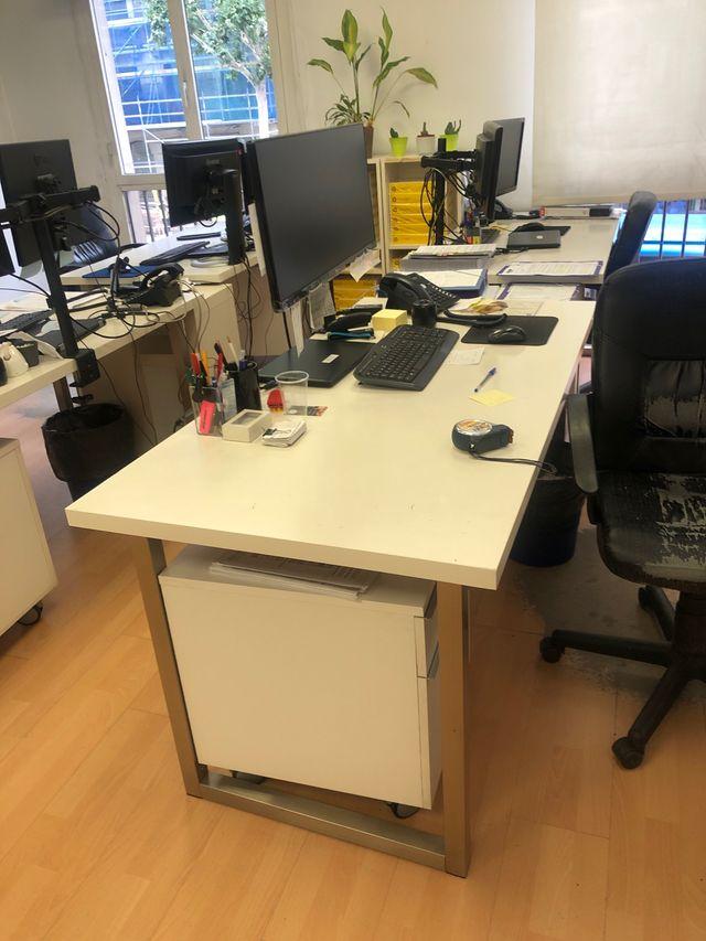 14 Mesas de oficina Ikea de segunda mano por 250 € en Madrid en WALLAPOP