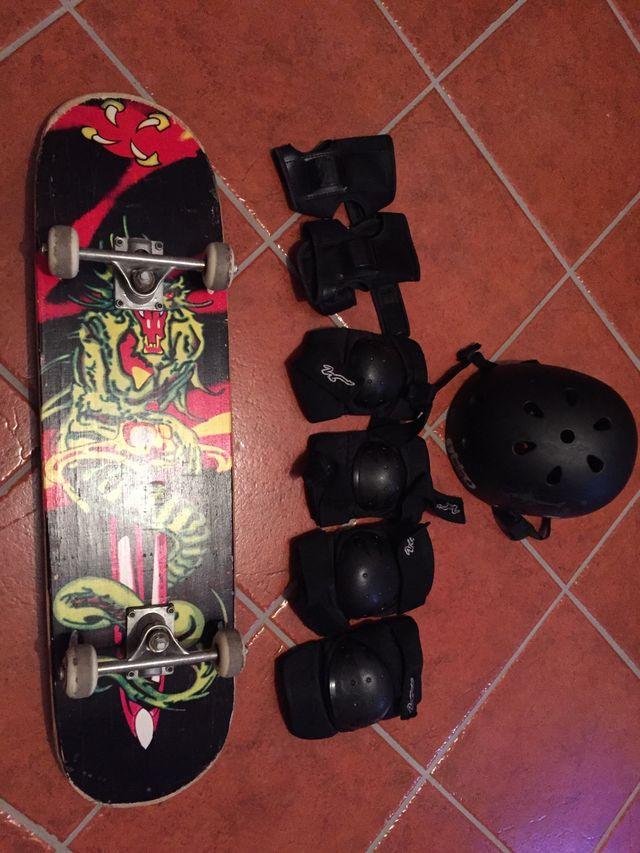 Tabla de skate y protecciones