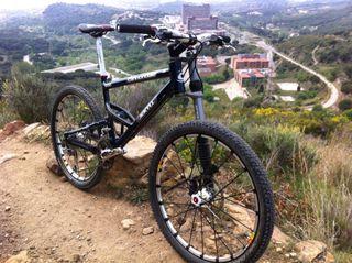 Bicicleta MTB Cannondale jekyll