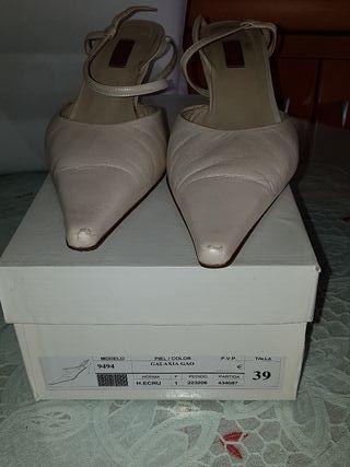 zapatos mujer con un cómodo tacón.