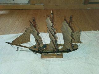 Barco Bergantín en miniatura.