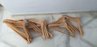 Perchas de madera
