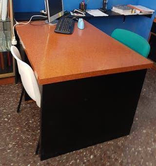 Mesa para oficina de segunda mano en Valencia en WALLAPOP