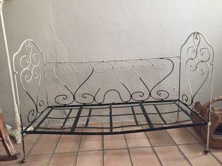 OPORTUNIDAD Cuna antigua hierro
