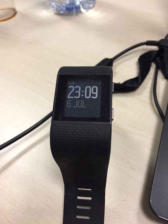 Fitbit surge + cable cargador