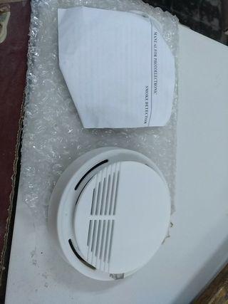 detector de humo a pilas y plafón de luz