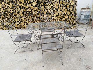 sillas y mesa de farjo