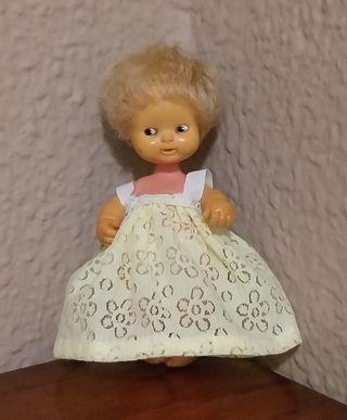 vestido para muñeca Barriguitas. Hecho a mano.