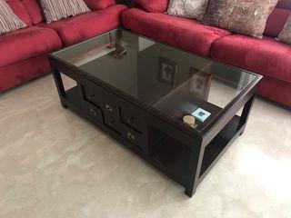 Mesa baja madera y cristal.