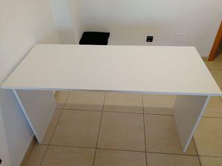 Mesa escritorio o pequeña mesa de comedor