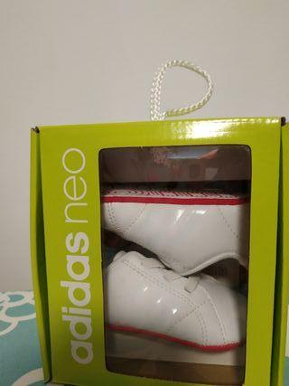 Ideal para regalo!zapatillas bebé Adidas