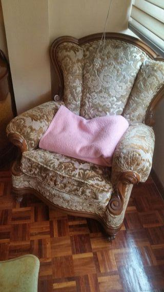 Sofa antiguo y sillones