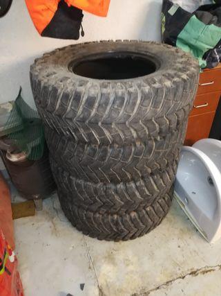 se vende neumáticos recio 235/85/16