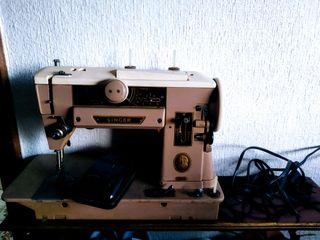 Máquina de coser Singer 401A (con pedal eléctrico)