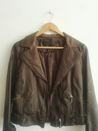 Cazadora de cuero marrón de Zara