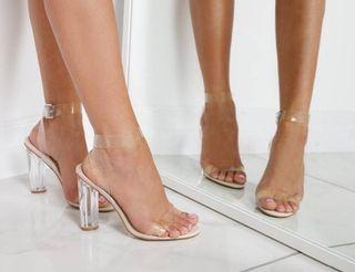 zapatos de tacón transparente