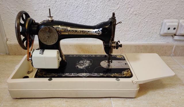 Máquina de coser eléctrica antigua. Marca Singer