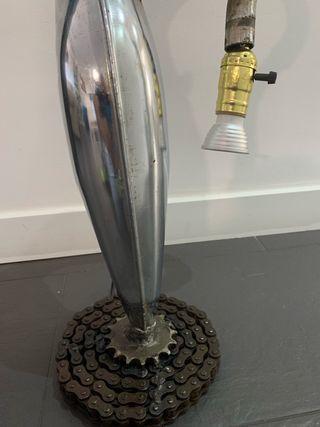 Lampara stempunk realizada con piezas de moto