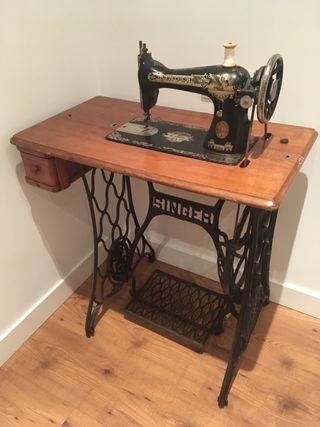 Maquina de coser singer antigua Oferta