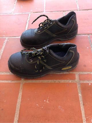 Zapatos de seguridad. T39