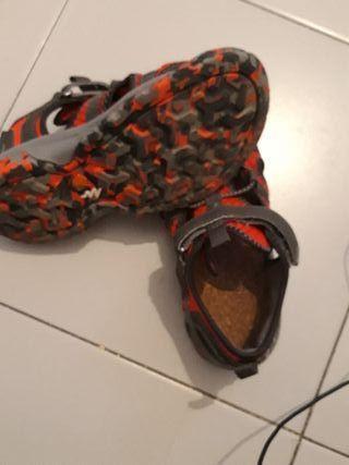 914cb2a609f Zapatos para niños de segunda mano en Barcelona en WALLAPOP
