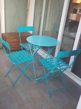 Mesa y silla exterior