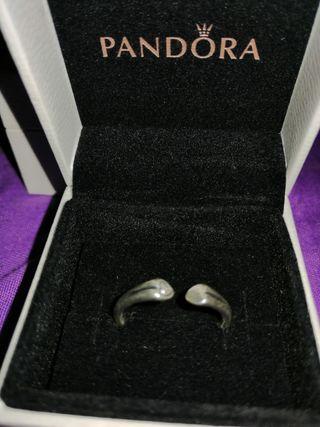 anillo Pandora corazones abierto