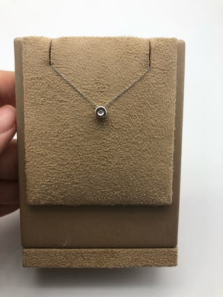 Colgante de oro con chatón de diamante