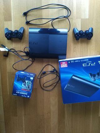 PS3 Super Slim+ 2 mandos+ pack juegos. Impecable!!