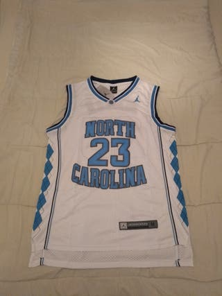 18812e0173a 20 €. Camiseta LA Lakers LeBron James 6. Camiseta NCAA North Carolina  Michael Jordan