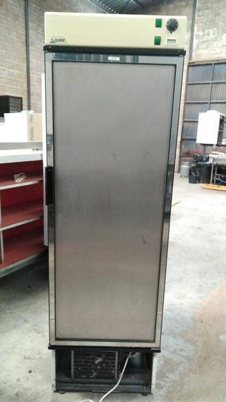 Hosteleria. Vitrina frigorífica Vertical